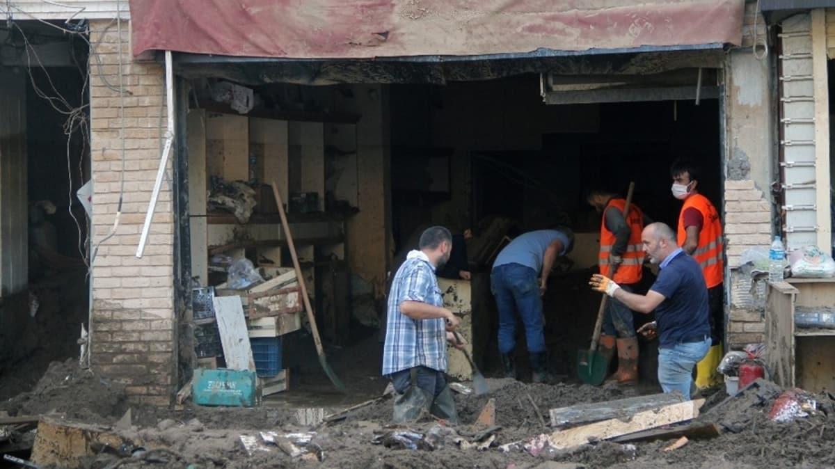 Giresun'daki sel felaketi sonrası çalışmalar sürüyor: Çamur içinde altın aradılar