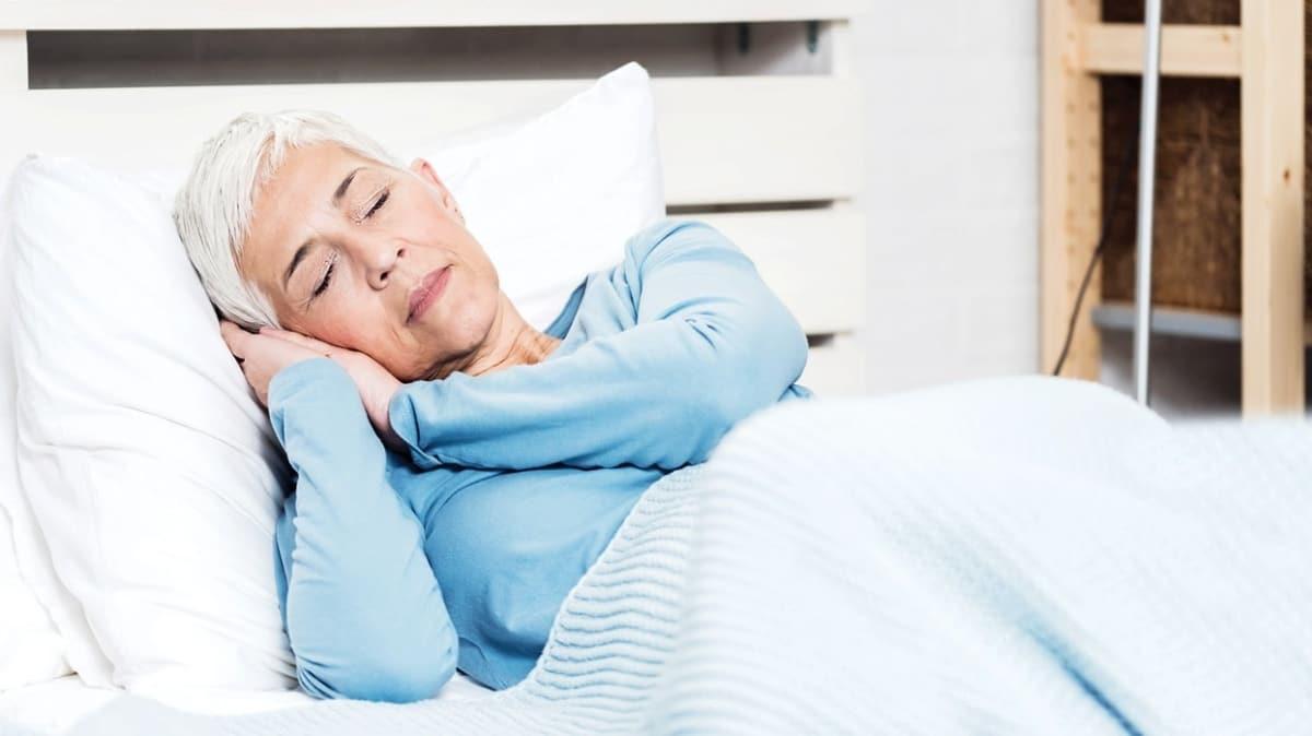 Uyku bozukluğu beyni hızlı yaşlandırır! Sağlıklı uyku Alzheimer'dan koruyor