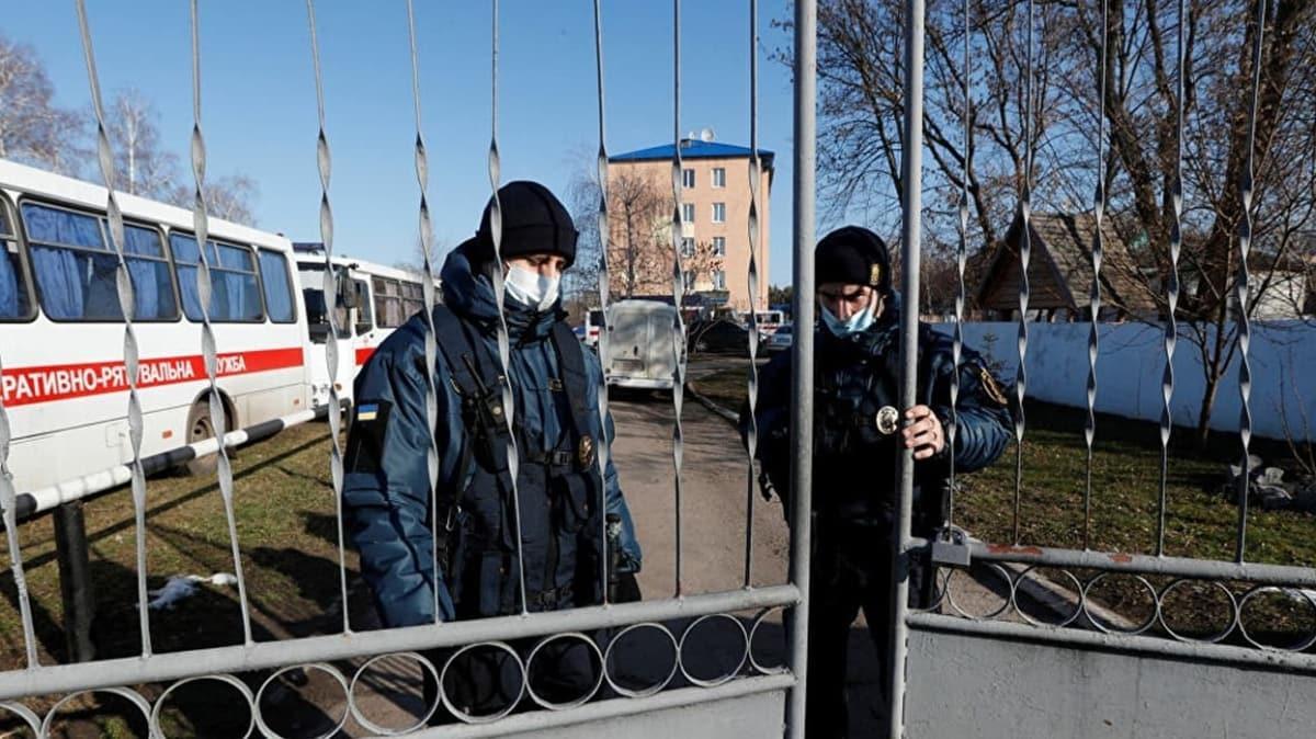Ukrayna yabancı ülke vatandaşlarına sınırlarını geçici olarak kapatıyor