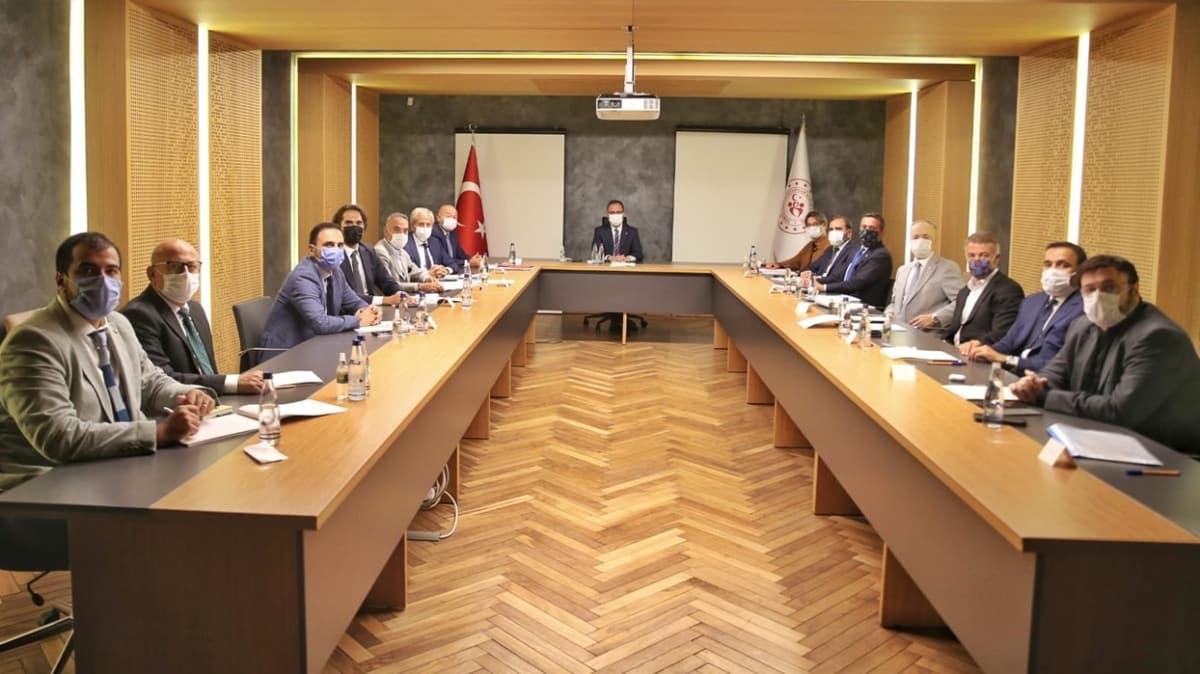 Bakan Kasapoğlu, TFF yönetimi ve bazı kulüp başkanlarıyla görüştü