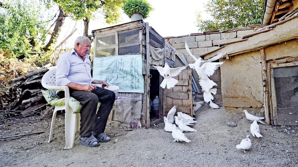 Güvercinlerinden 62 yıldır ayrılmıyor