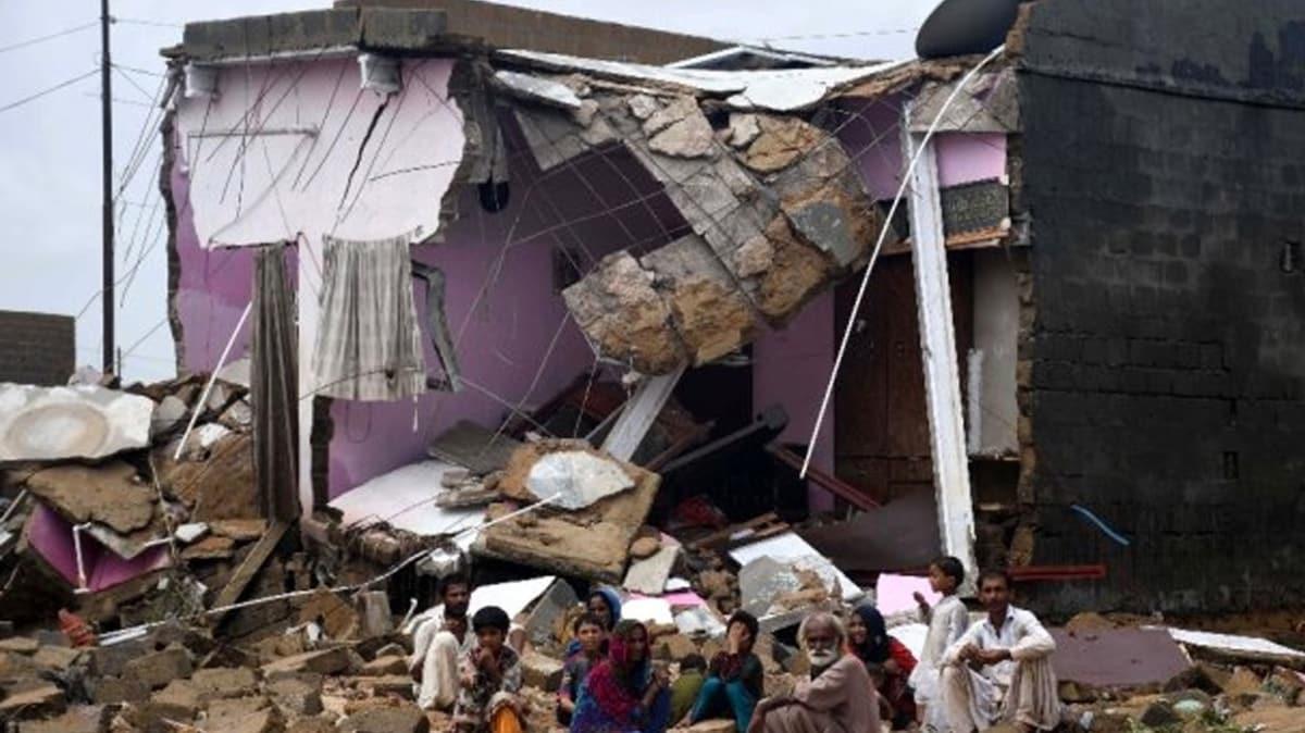 Pakistan'da sel bilançosu: 102 ölü