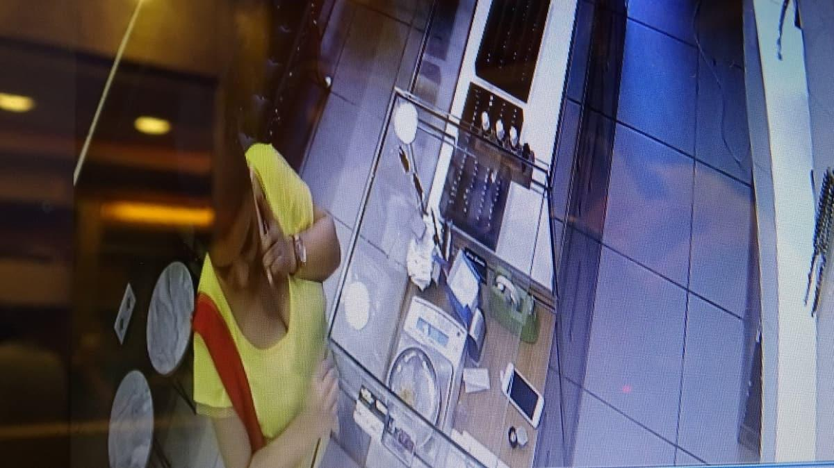 Pendik'te 15 bin liralık sahte altın kolye dolandırıcılığı kamerada