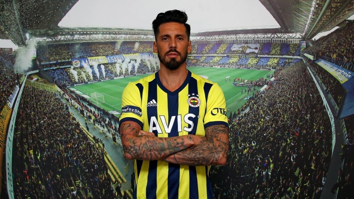 Fenerbahçe'de Jose Sosa ligdeki ilk maça yetişemeyebilir