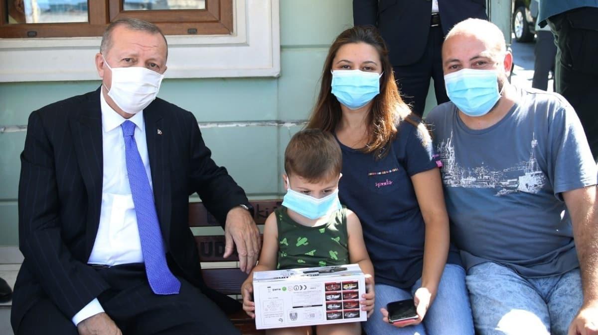 Başkan Erdoğan, Üsküdar'da taksi durağını ziyaret etti