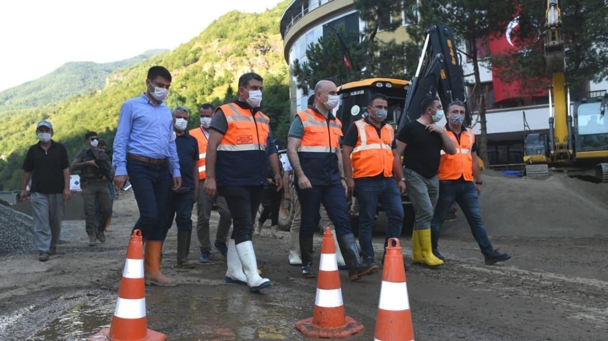 Ulaştırma ve Altyapı Bakanı Karaismailoğlu, Giresun'un Dereli ilçesinde incelemelerde bulundu