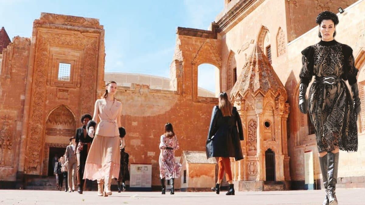 Ağrı'da tarihi defile! İshak Paşa'da moda şovu