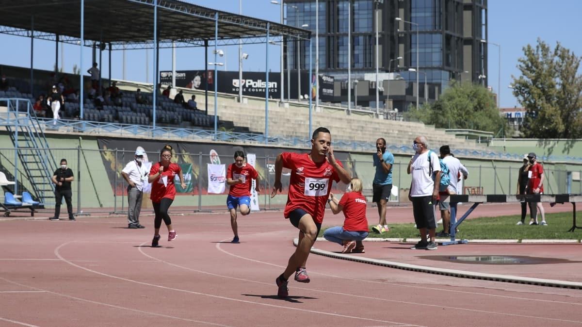 """30 Ağustos Zafer Bayramı kutlamaları kapsamında """"Engelsiz zafer koşusu"""" düzenlendi"""