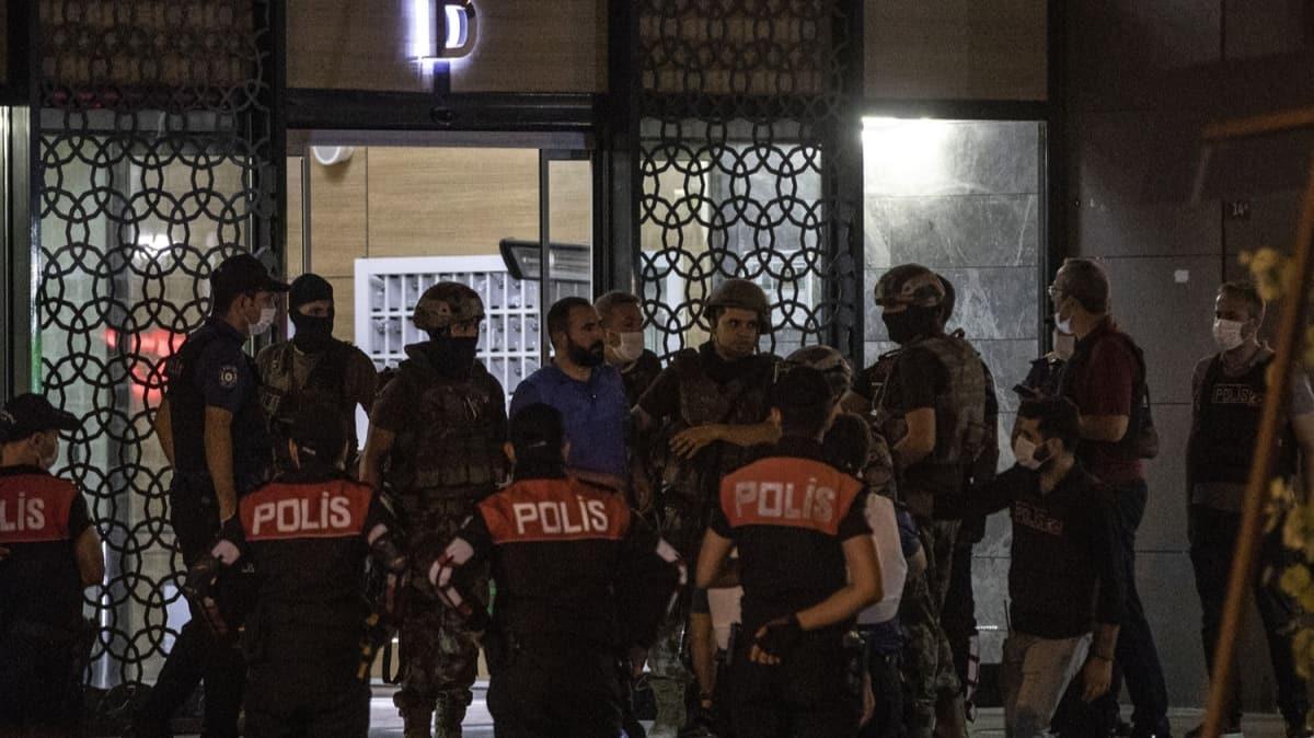 Başakşehir'de bekçilerden kaçarak bir binaya saklanan silahlı şüpheli teslim oldu