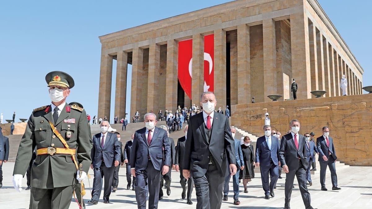 Başkan Erdoğan'dan 98 yıl sonra aynı mesaj: İstikbal mücadelemiz devam ediyor
