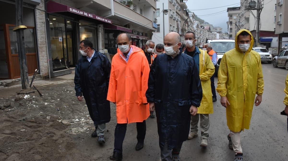 Ulaştırma ve Altyapı Bakanı Karaismailoğlu, selden etkilenen Dereli'de incelemelerde bulundu
