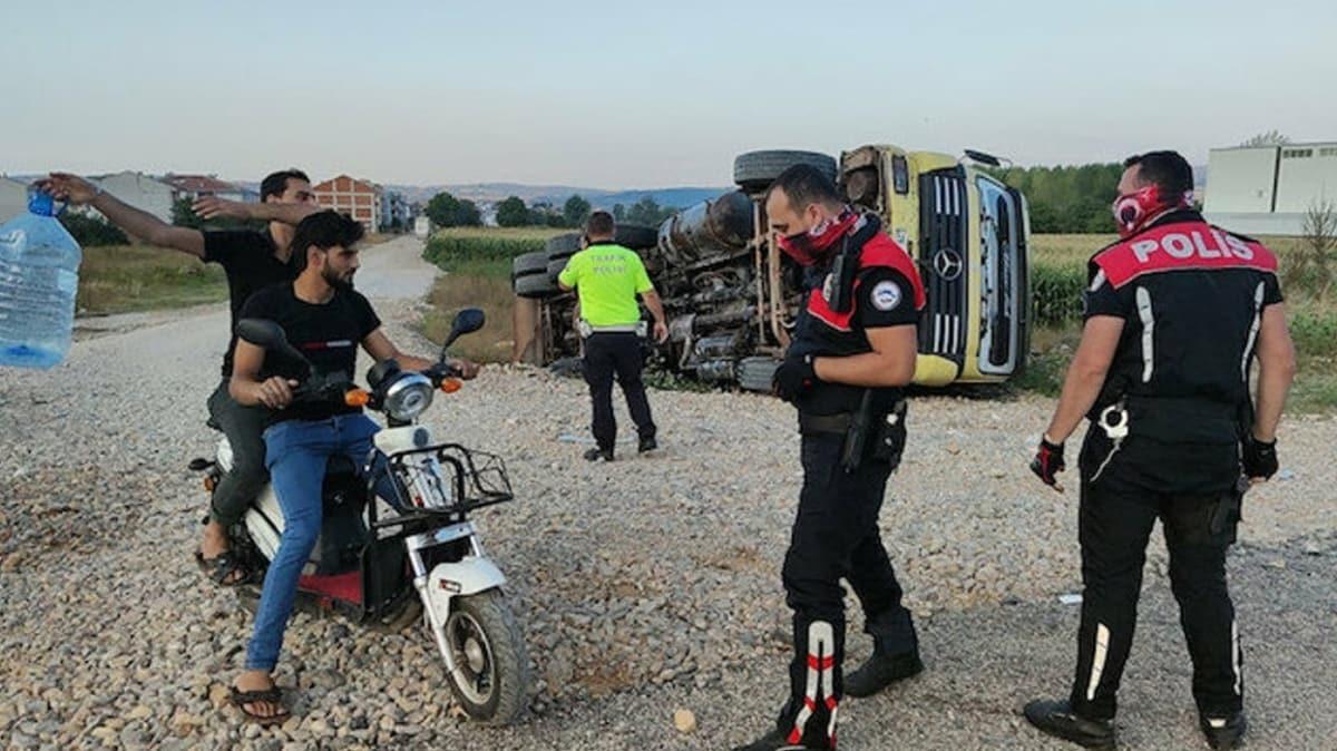 Bursa'da ilginç olay: Kazayı izlerken maske cezası yediler