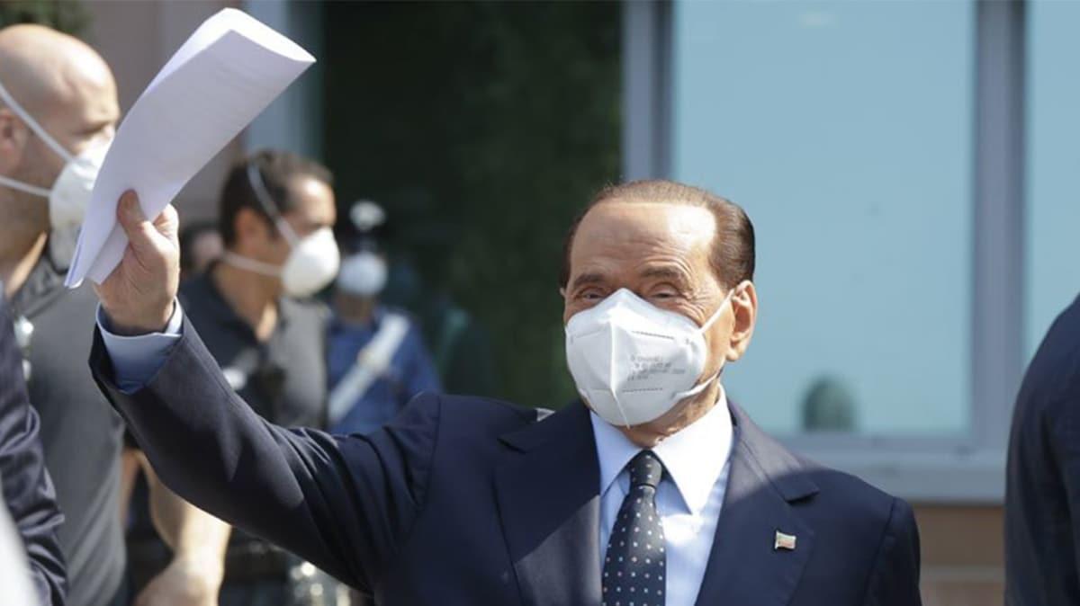 Eski İtalya Başbakanı Berlusconi koronavirüsü yendi