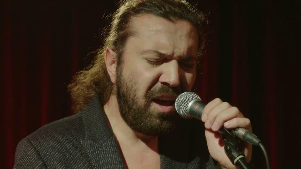 Ünlü şarkıcı Halil Sezai darp iddiasıyla gözaltına alındı!