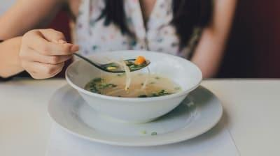 Kalorisi düşük faydası büyük soğan suyu çorbası tarifi! Soğan suyu çorbası nasıl yapılır?