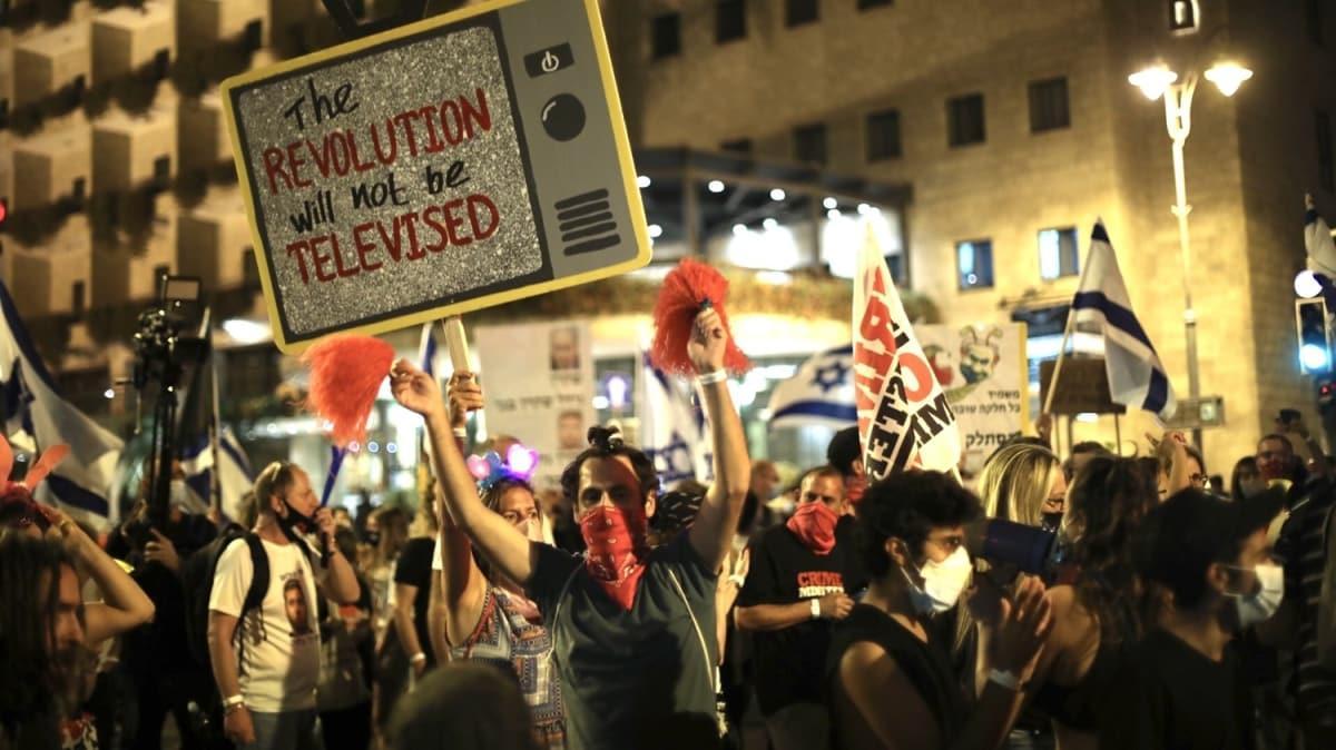 """Karantinaya rağmen binlerce kişi katıldı: """"Netanyahu evine dön!"""""""