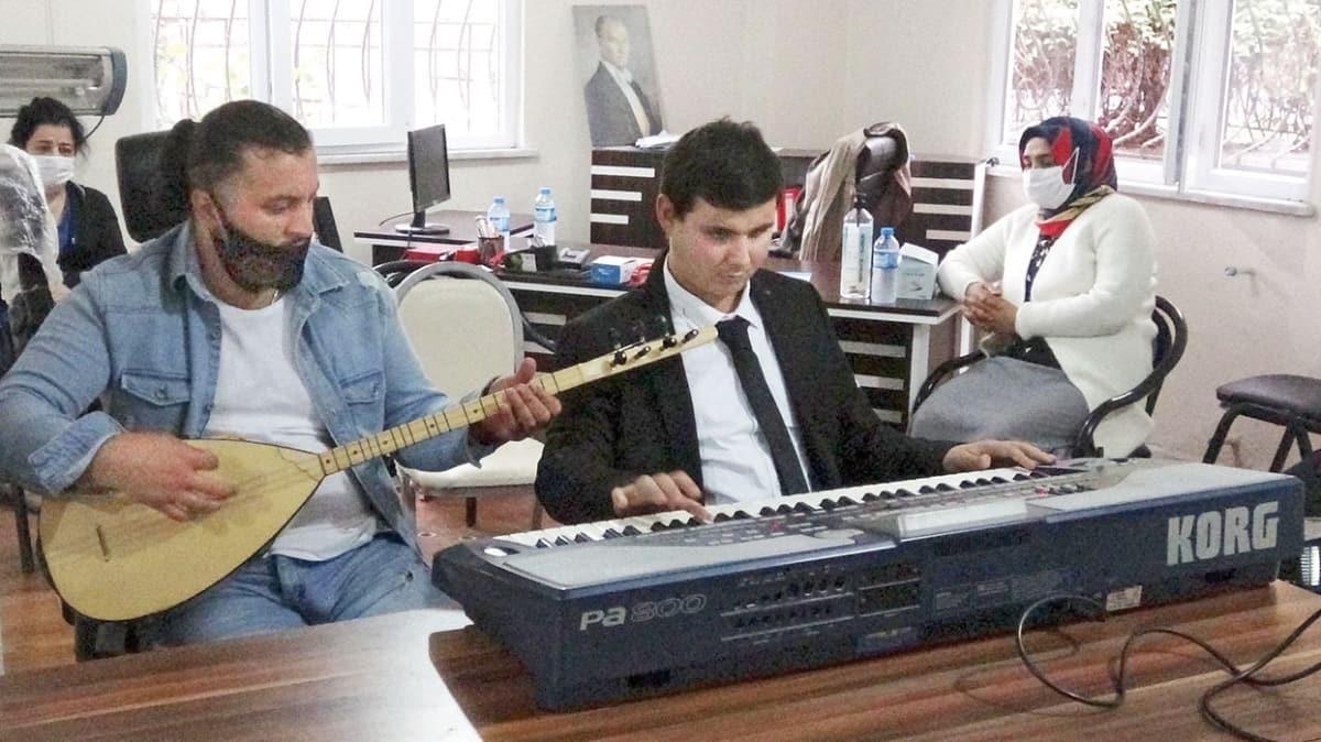 Müzikle hayata tutundular