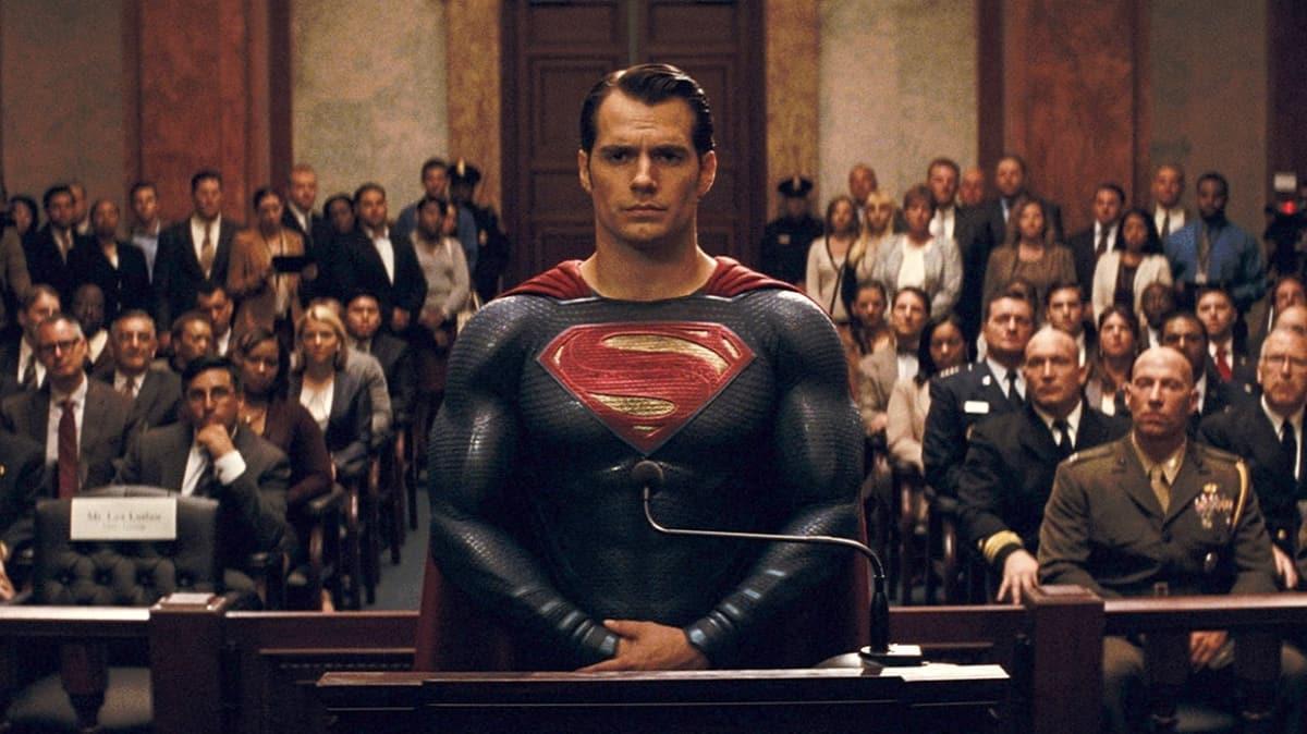 """Batman ve Superman karşı karşıya! Batman v Superman: Adaletin Şafağı filmi konusu nedir, oyuncuları kimler"""""""