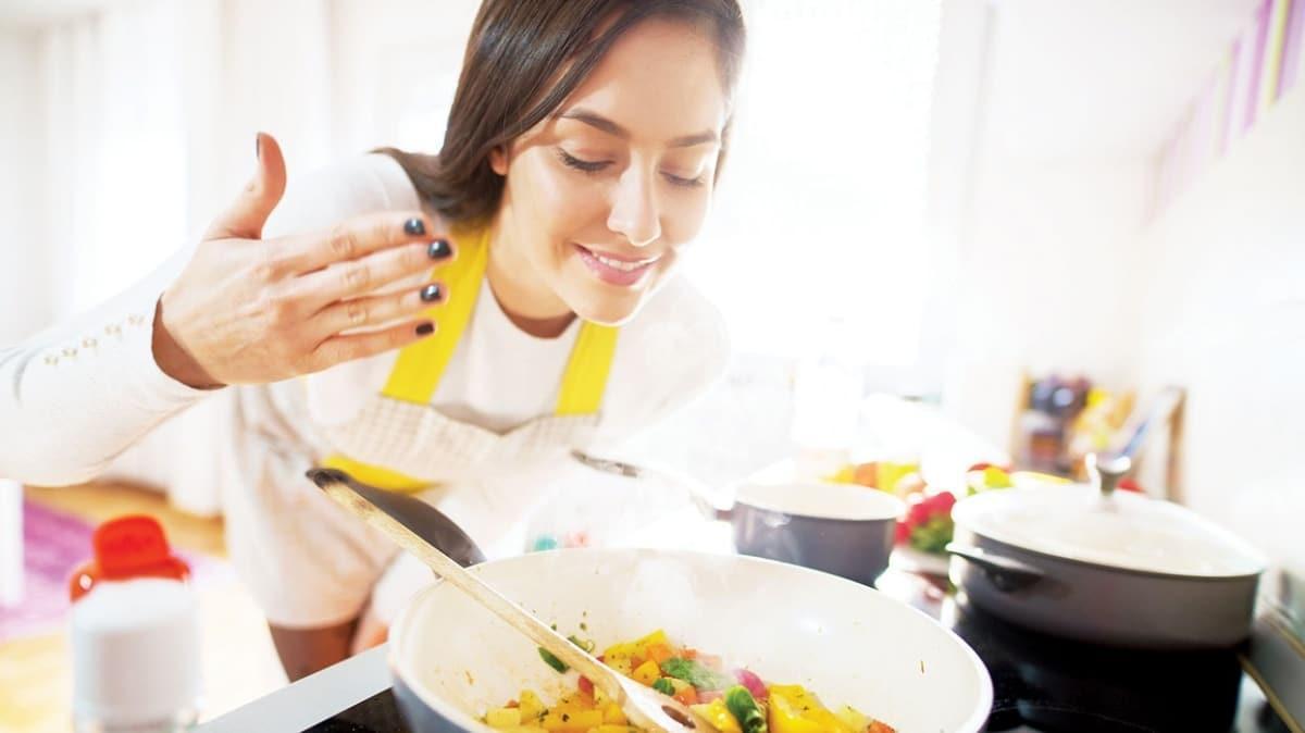 Mutfakta bu 7 alışkanlığa dikkat! Besin değerini düşüren hatalar