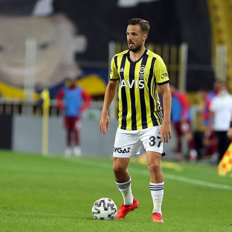 Fenerbahçe'de derbi öncesi iki yıldıza yoğun ilgi