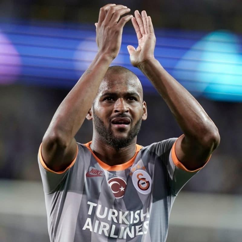 Roma'dan sonra Lyon da Galatasaray'ın stoperi Marcao'ya talip oldu