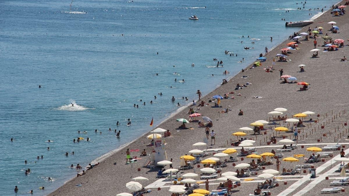 """Turizmin başkenti Antalya  Akdeniz'de rekor kırdı! """"Güvenli tatil"""" ile yabancı rakiplerini geride bıraktı"""