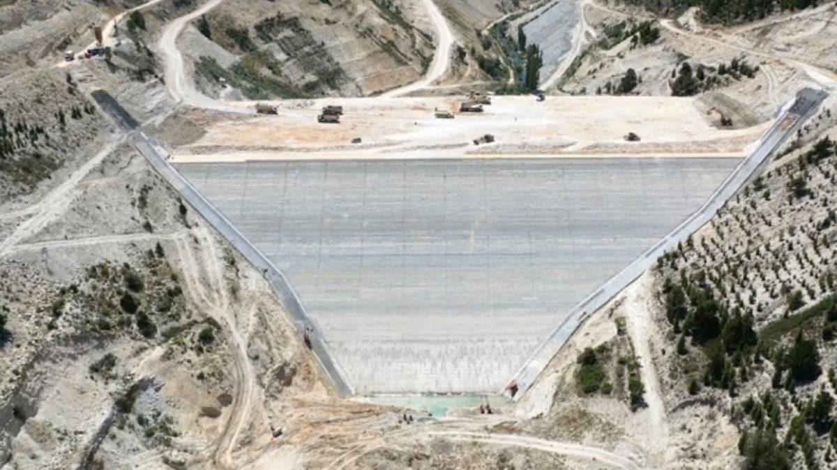 Mersin Aksıfat Barajı'nın gövde dolgusu tamamlandı: Milli ekonomiye büyük katkı sağlayacak