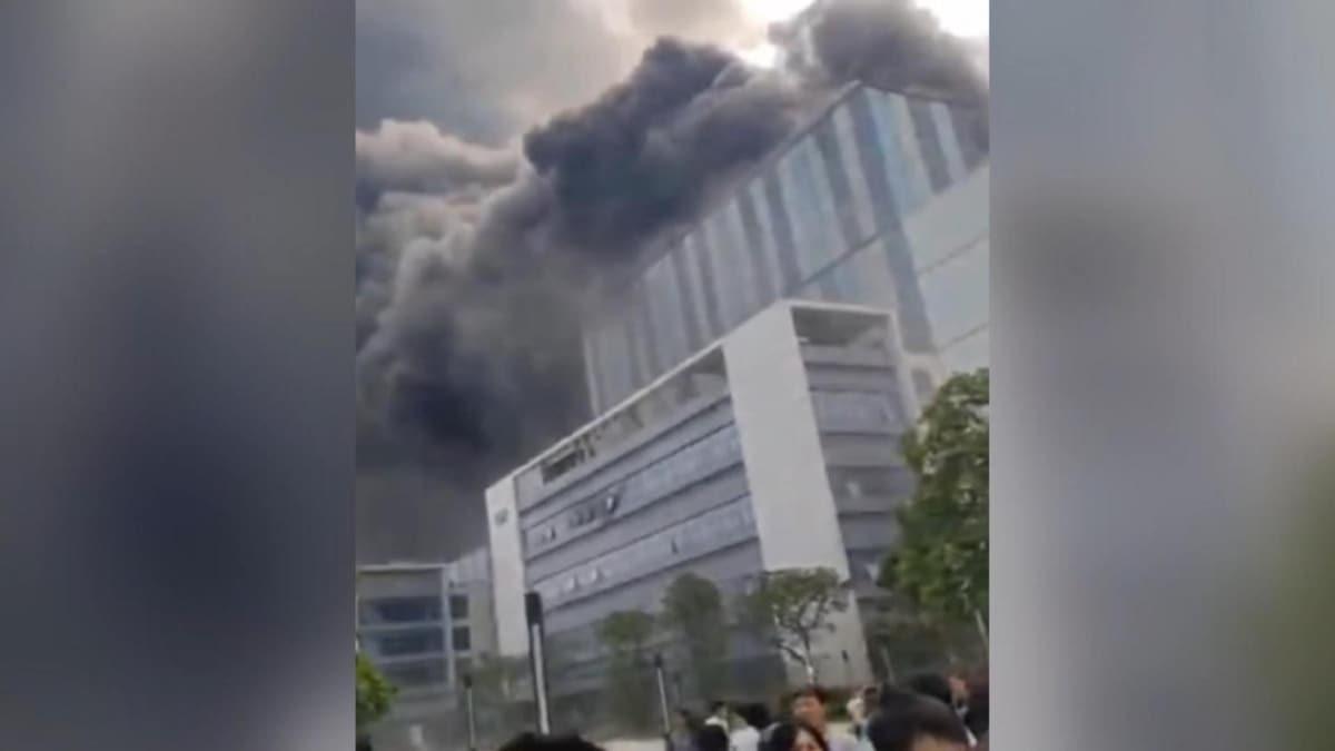 Çin'in teknoloji devi Huawei  laboratuvarında yangın çıktı