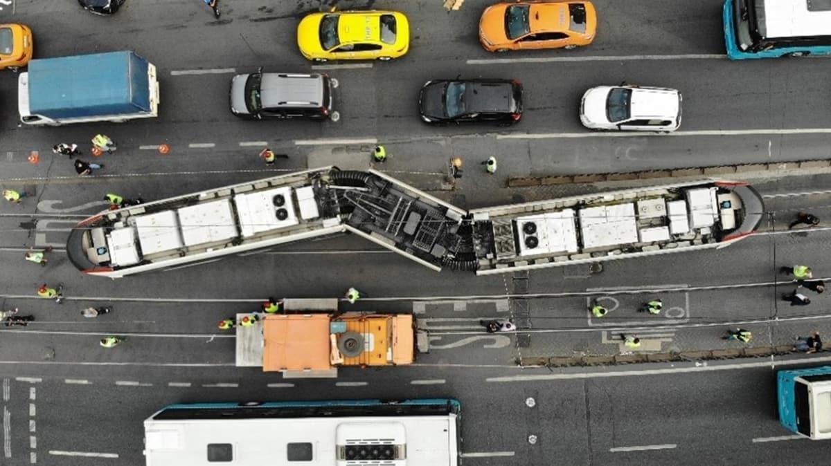 İstanbul'da tramvay ile otobüs çarpıştı: Seferler yapılamıyor