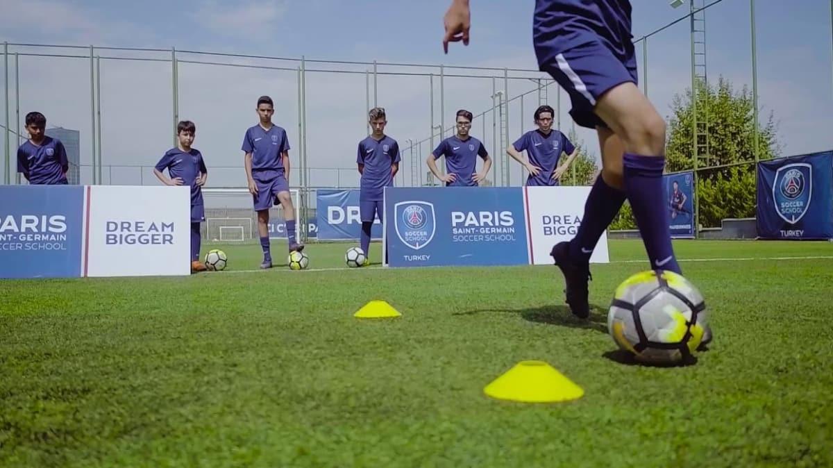 PSG, Mersin'de futbol akademisi açtı