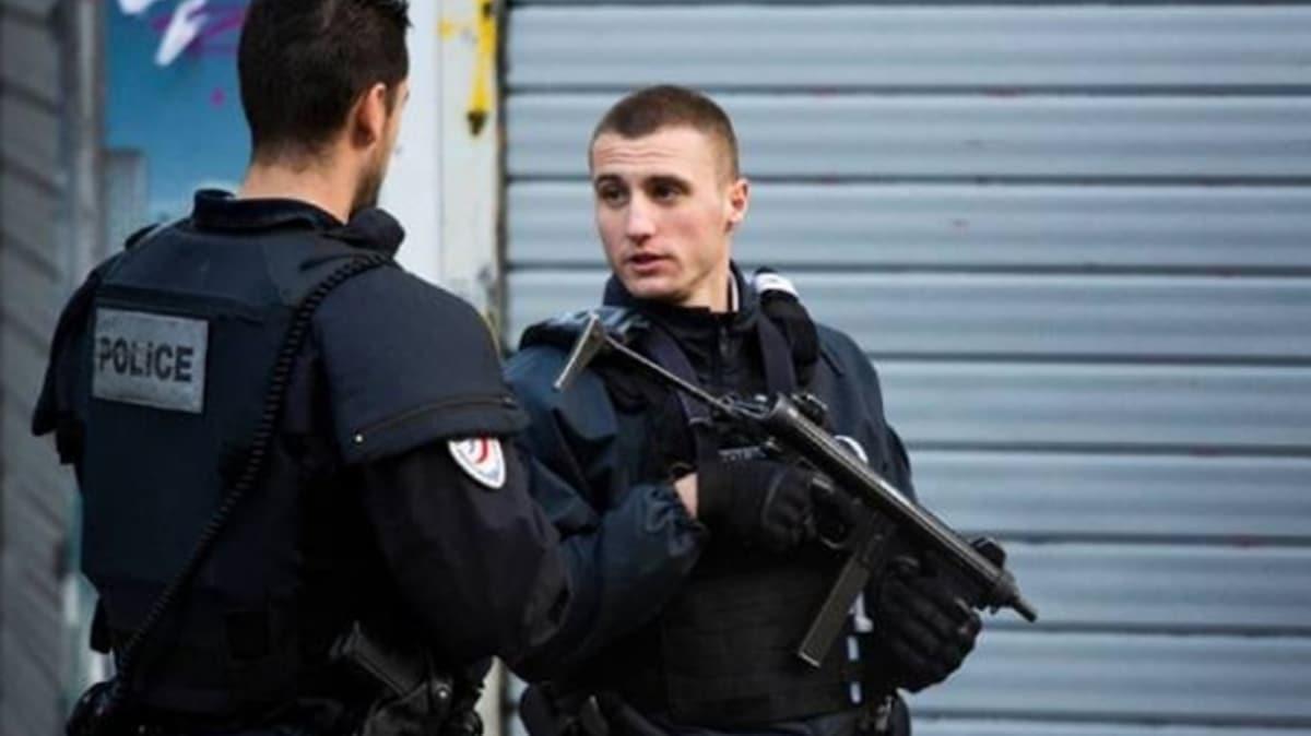 Paris'te Charlie Hebdo yakınlarında bıçaklı saldırı: 4 kişi yaralandı
