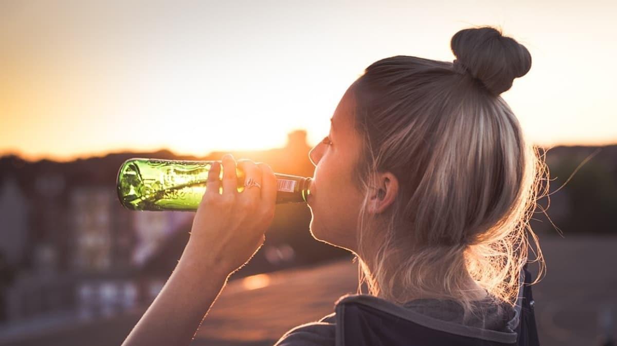 Uzmanlardan kadınlara gazlı içecek uyarısı: Depresyonu tetikliyor!