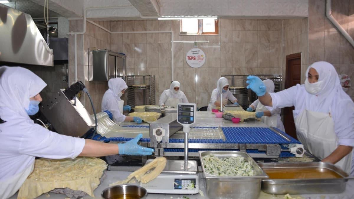 Ev hanımlarının yaptığı su böreği Türkiye'nin dört bir yanına gidiyor