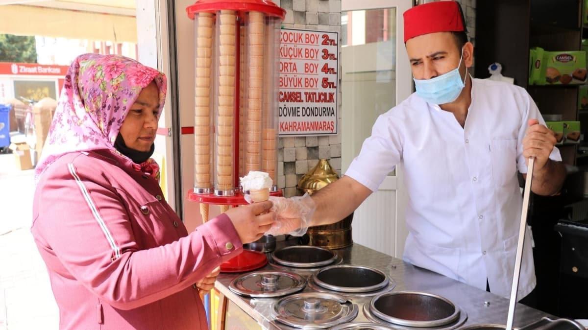 Afyon'da haşhaşlı dondurmaya yoğun ilgi