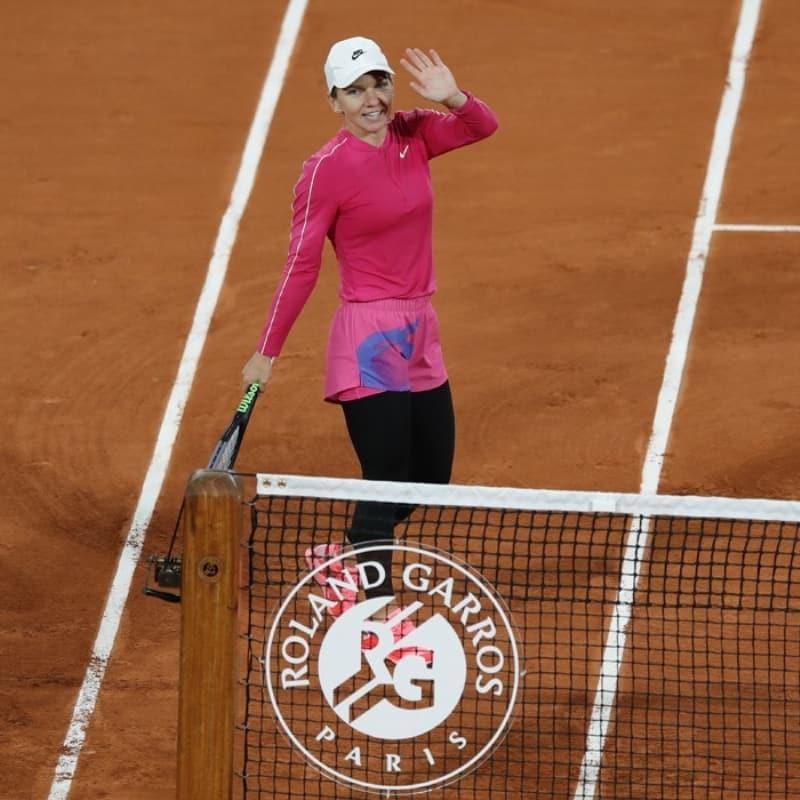 Roland Garros'ta Simona Halep, Sara Sorribes Tormo'yu 2-0 yenerek ikinci tura yükseldi