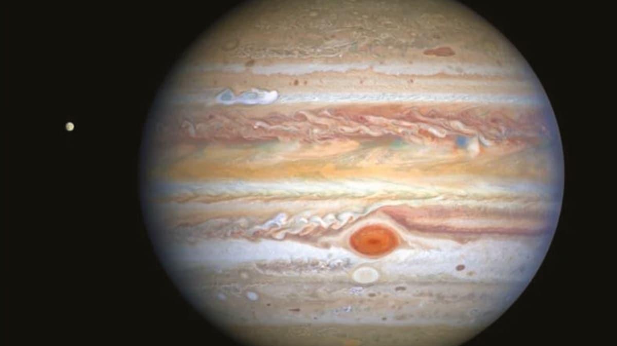 Jüpiter'de bebek fırtına