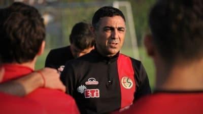 Eskişehirspor'da Mustafa Özer ve ekibiyle yollar ayrıldı