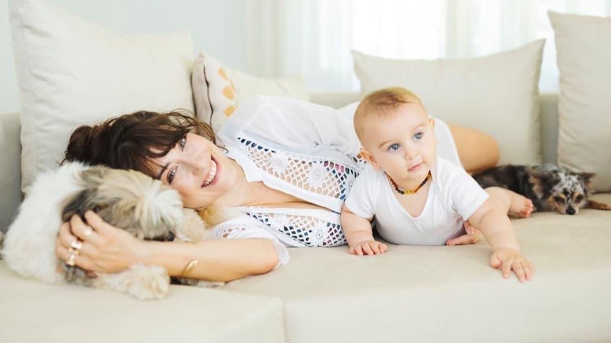 Hazal Kaya: Çalışırken çocuklarını özleyen ana postudur