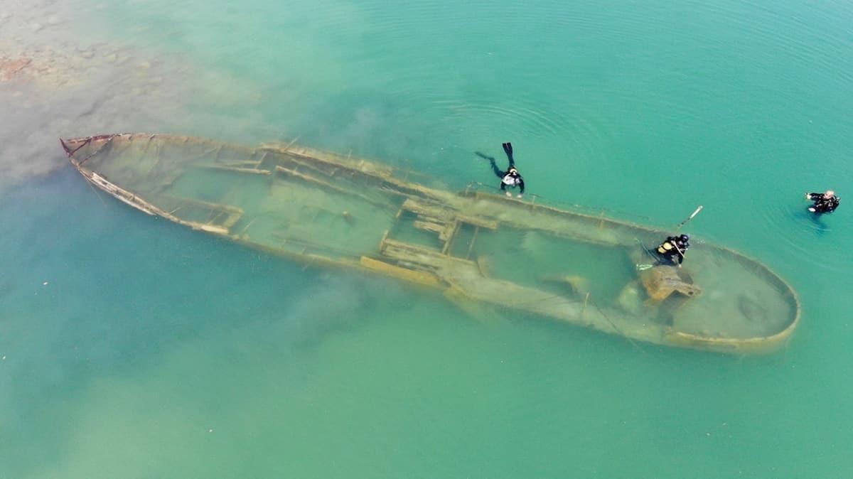 Van Gölü'nde batık gemi heyecanı