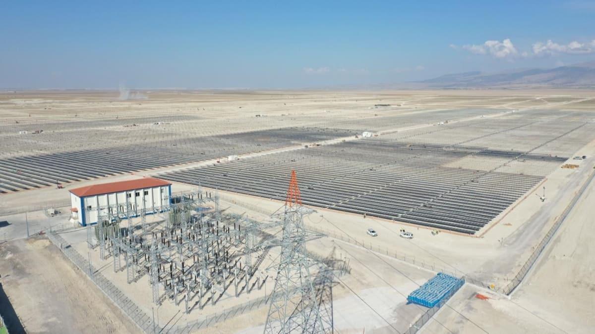 Konya'daki dünyanın en büyük güneş enerji santrali üretime başladı