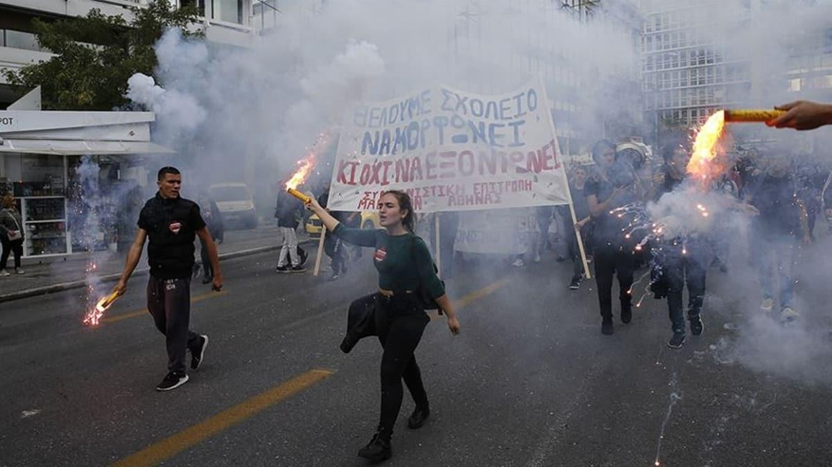 "Yunanistan'da ""Mike Pompeo"" protestosu... ABD bayrağı yakıldı!"