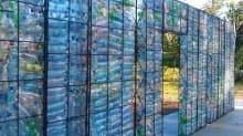 Kanadalı girişimci plastik şişelerden köy kurdu