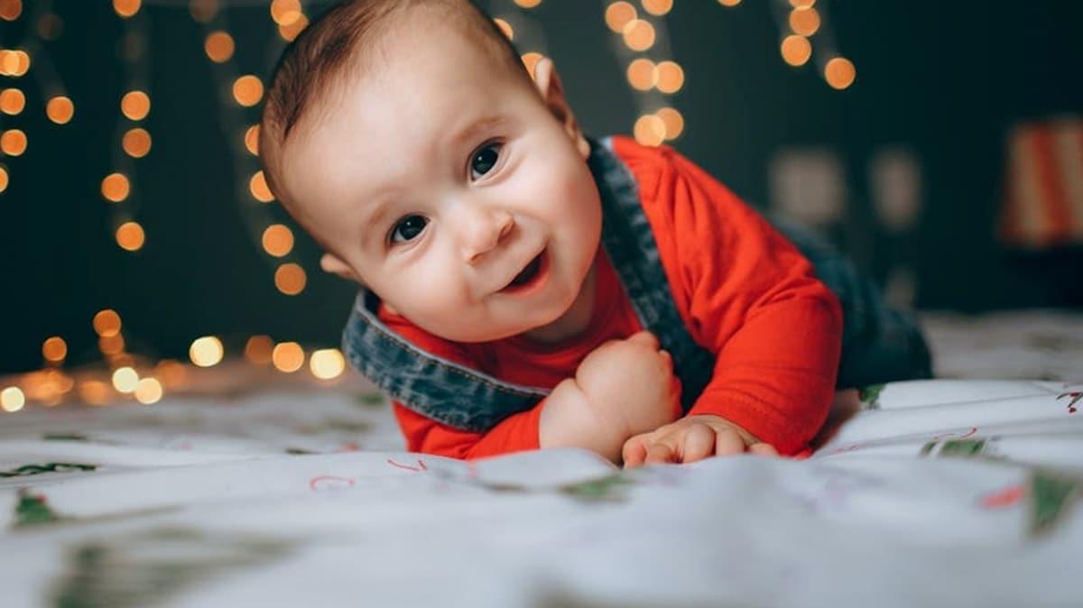 Emeklememek sorun değildir! İşte sağlıklı bir bebeğin gelişim aşamaları