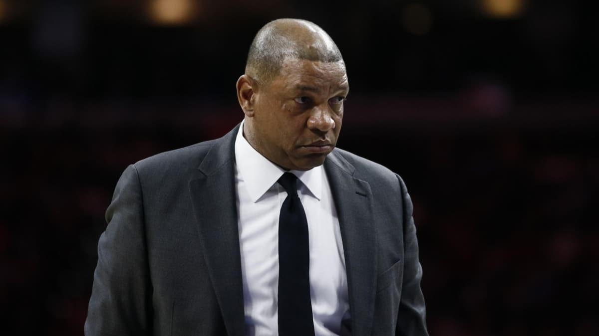 Los Angeles Clippers, Doc Rivers'ı kovuldu