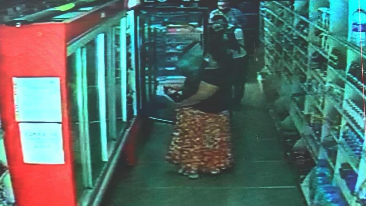 Küçükçekmece'de pes dedirten hırsızlık: 3 kadın eteklerinin altına gizledikleri ürünleri çaldı