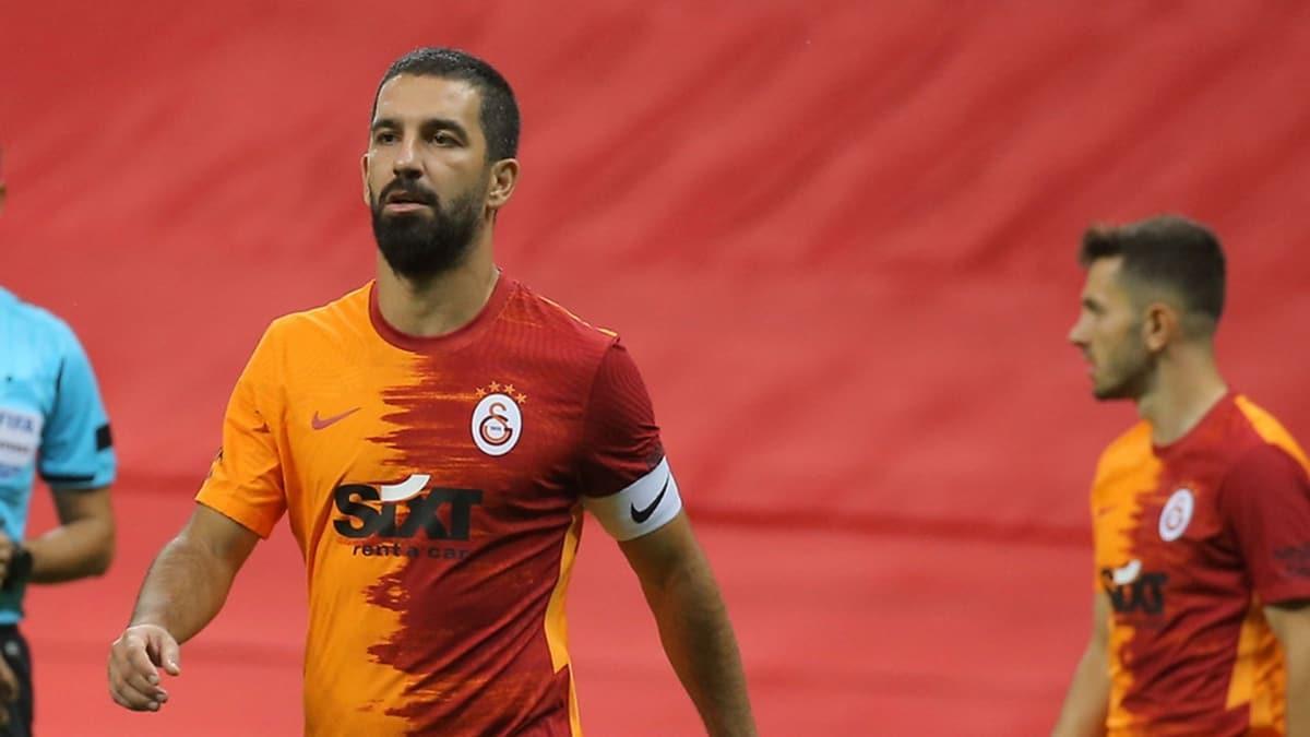 Galatasaray'da Arda Turan grip şikayetiyle kadrodan çıkarıldı