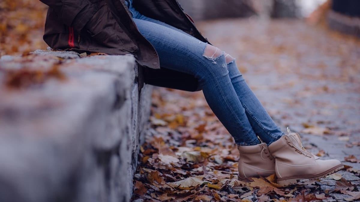 Huzursuz bacak sendromu kadınlarda iki kat daha fazla görülüyor