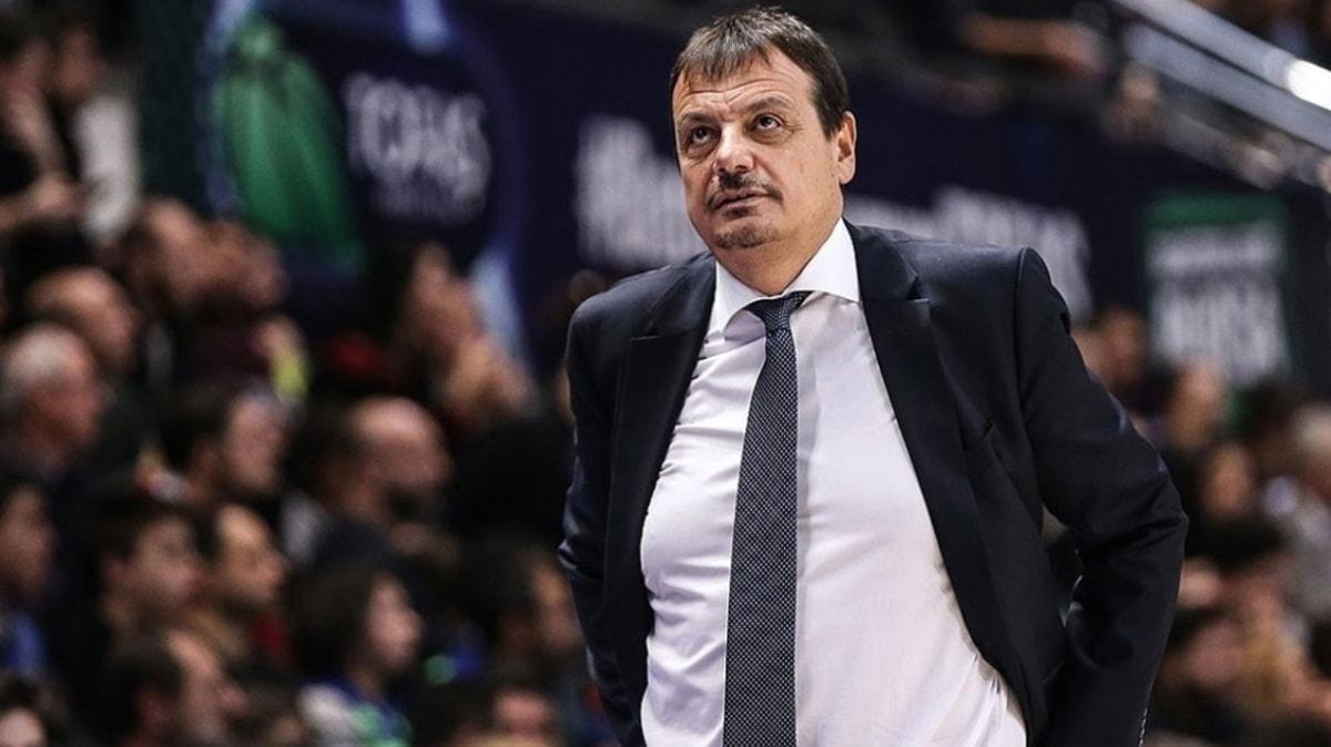 Ergin Ataman: 'Kazanmak için az top kaybı yapmalı ve kontrollü hücum etmeliyiz'