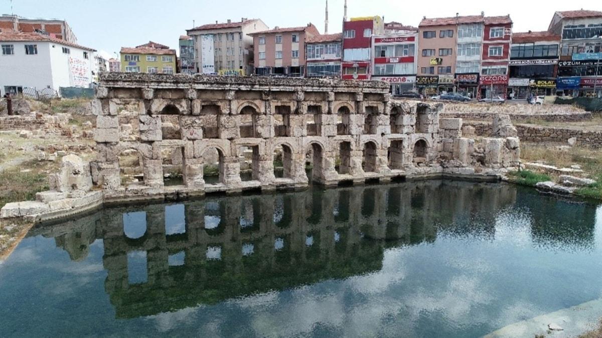 Dünyada sadece iki tane var... 2 bin yıllık Roma hamamının kapısına kilit vuruldu