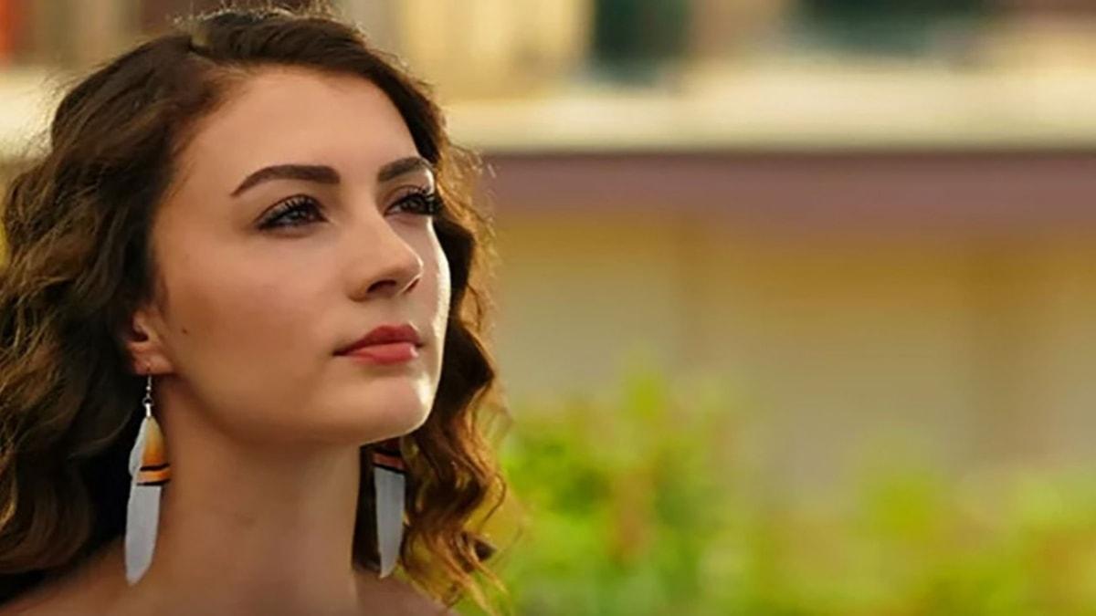 Afili Aşk'ın Ayşe'si Burcu Özberk estetiksiz haliyle şoke etti!